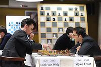 SCHAKEN: WOLVEGA: 16-11-2014, Remco Heite Schaaktoernooi, Loek van Wely en Sipke Ernst, ©foto Martin de Jong