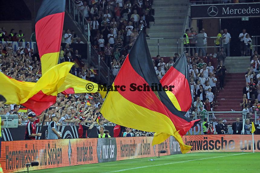 Deutsche Fans jubeln über das 6:1 - Deutschland vs. Armenien in Mainz