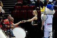 GRONINGEN - Basketbal, Donar - Spirou, Martiniplaza, Europe Cup, seizoen 2019-2020, 27-11-2019,  supporters van Spirou krijgen frieten