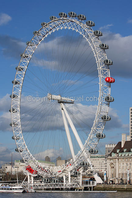 The London Eye, River Thames, London, UK, designed by David Marks and Julia Barfield, opened 2000 to celebrate the Millenium, stands 135 metres high on the banks of the River Thames. The rim is supported by tie rods; each of the 32 capsules represents a London borough. Picture by Manuel Cohen