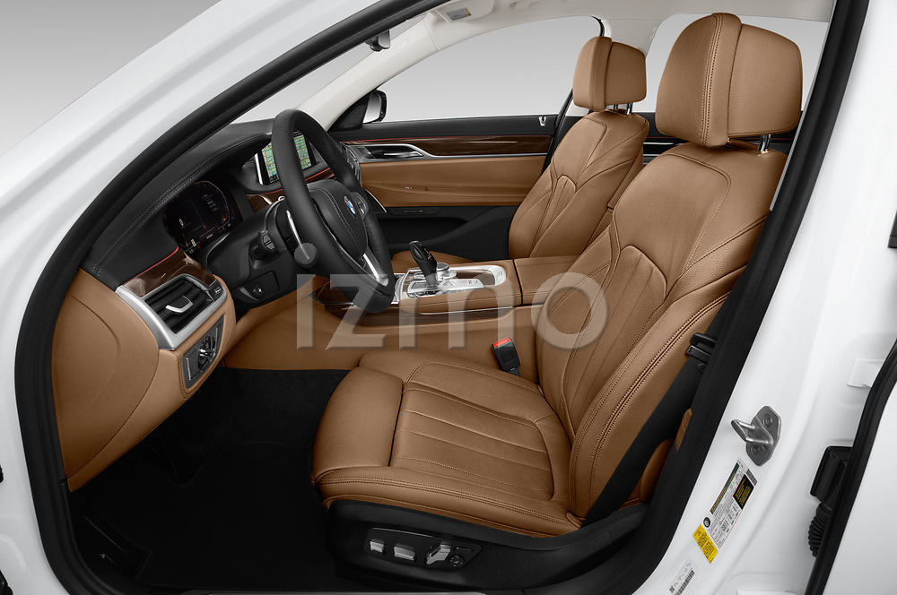 Front seat view of a 2020 BMW 7 Series 740i Luxury 4 Door Sedan front seat car photos