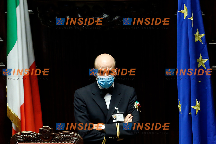A clerk wearing a mask at the Chamber of Deputies, during the final vote on the Justice Decree. Rome (Italy), June 25th 2020<br /> Foto Samantha Zucchi Insidefoto