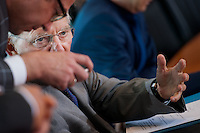 Berlin, Bundesfinanzminister Wolfgang Schaeuble (CDU) und Verkehrsminister Alexander Dobrindt (CSU) am Mittwoch (01.07.2015) im Bundeskanzleramt vor der Kabinettssitzung. Foto: Steffi Loos/CommonLens
