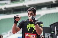 SAO PAULO, SP, 18.12.2014 - UFC FIGHT NIGHT BARUERI / TREINO ABERTO. O lutador de MMA, Lyoto Machida, durante treino aberto no estádio Allianz Parque, na tarde desta quinta-feira (18). Os treinos abertos antecedem a luta que acontece em Barueri no próximo sábado e fecha o calendário de lutas do UFC em 2014. (Foto:  Adriana Spaca / Brazil Photo Press)
