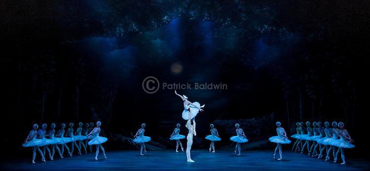 """English National Ballet. """"Swan Lake"""". Choreography: Derek Deane."""