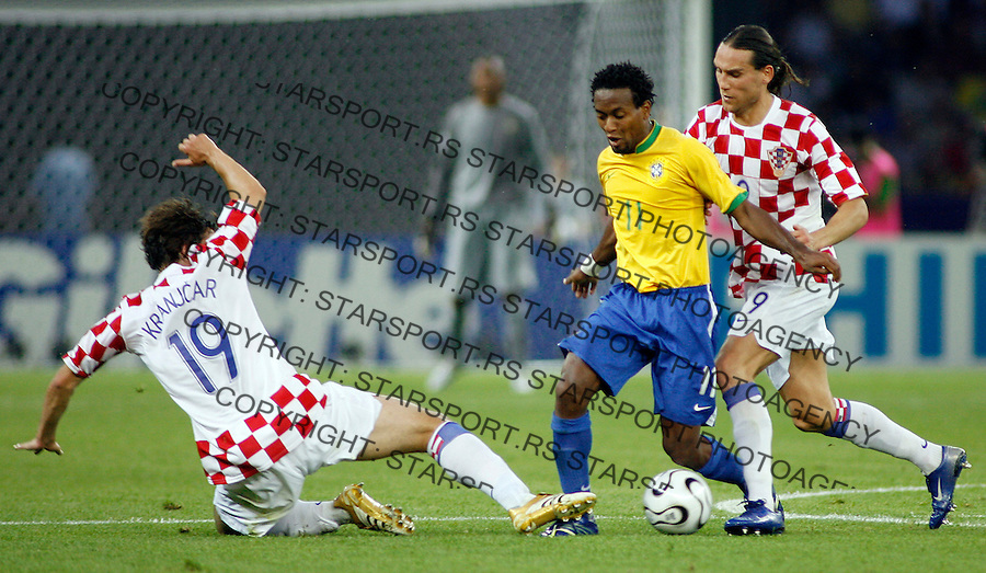 BRAZILIAN player ZE ROBERTO (C), drive the ball between CROATIAN players KRANJCAR Nikoa (L) and PRSO Dado (R), during the Brazil v Croatia Group F World Cup soccer match at the Olympic Stadium, Berlin, Germany, Tuesday, June 13, 2006. The other teams in Group F are Japan and Australia...