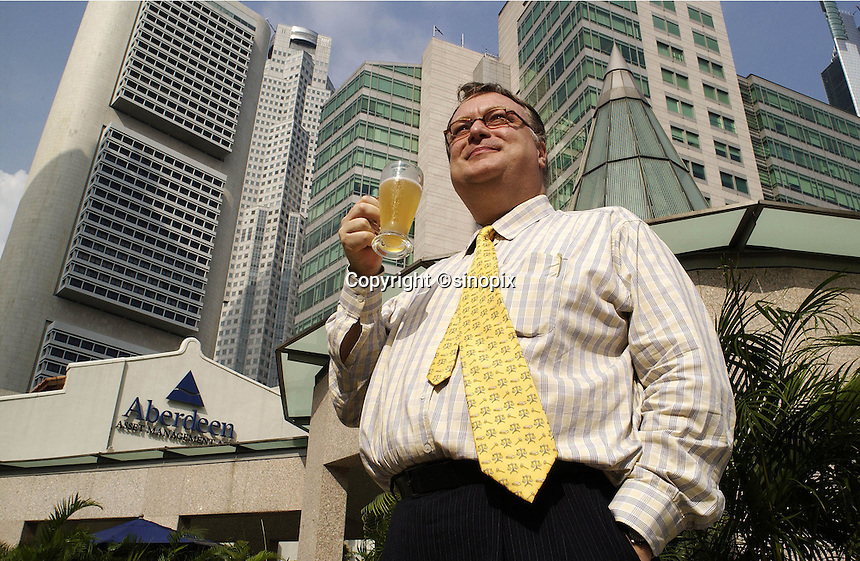 26-SEP-02: HUGH YOUNG: SINGAPORE<br /> Hugh Young of Aberdeen Asset Management downs a glass of beer just a stone's throw from his office in Singapore.<br /> Photo by Munshi Ahmed/sinopix<br /> &copy;sinopix