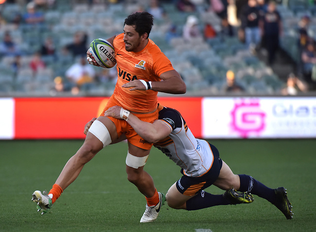 Jaguares player Ramiro Moyano (L) is tackled by Brunbies player Scott Sio (R) during the Super Rugby match between the ACT Brumbies and the Argentinian Jaguares at Canberra on April 22, 2018. AFP PHOTO / MARK GRAHAM --- IMAGE RESTRICTED TO EDITORIAL USE - STRICTLY NO COMMERCIAL USE --
