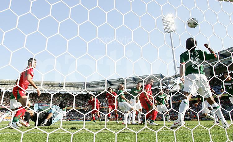 Fussball WM 2006  Gruppenspiel  Vorrunde 1  Gruppe D Mexiko - Iran Tor zum 1-1 Ausgleich fuer IRAN durch Yahya Golmohammadi