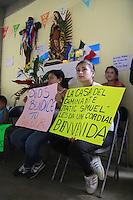 Palenque Chiapas 21/Noviembre/2014.<br /> La D&eacute;cima Caravana Movimiento Migrante Mesoamericano &ldquo;Puentes de Esperanza&rdquo;, realizo su segundo d&iacute;a de recorrido por donde recorrer&aacute; 23 localidades en 10 estados de la Rep&uacute;blica Mexicana. En este segundo d&iacute;a, fueron recibidos en la Parroquia de Santo Domingo de Guzm&aacute;n y Casa del Caminante J&acute;tatic Samuel Ruiz Garc&iacute;a, todos los habitantes les dieron una calurosa bienvenida entre aplausos y porras las acompa&ntilde;aron hasta el interior de dicha parroquia.<br /> Todos los derechos reservados.