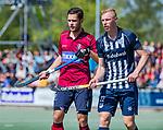 DEN HAAG -  Martijn van Grimbergen (HCKZ) met Niels Blaak (HDM)   tijdens  de eerste Play out wedstrijd hoofdklasse heren ,  HDM-HCKZ (1-2) . COPYRIGHT KOEN SUYK