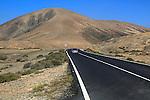 Tarmac road crossing desert, Fuerteventura, near Pajara, Canary Islands, Spain