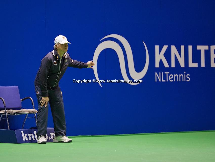 December 16, 2014, Rotterdam, Topsport Centrum, Lotto NK Tennis, Linesman<br /> Photo: Tennisimages/Henk Koster