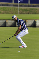 Dustin Johnson Team USA misses his putt to win the match on the 15th green during Friday's Fourball Matches at the 2018 Ryder Cup, Le Golf National, Iles-de-France, France. 28/09/2018.<br /> Picture Eoin Clarke / Golffile.ie<br /> <br /> All photo usage must carry mandatory copyright credit (© Golffile | Eoin Clarke)