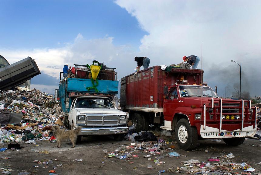 Estacion de Transferencia y Planta de Seleccion of the Bordo Poniente (transfer and recycling center)  Mexico City.  Mexico DF, 09-08-07