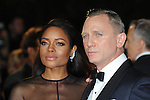 NON EXCLUSIVE PICTURE: PAUL TREADWAY / MATRIXPICTURES.CO.UK.PLEASE CREDIT ALL USES..WORLD RIGHTS..English actors Naomie Harris and Daniel Craig attend The Royal World Premiere of Skyfall, Royal Albert Hall, London...OCTOBER 23RD 2012..REF: PTY 124755