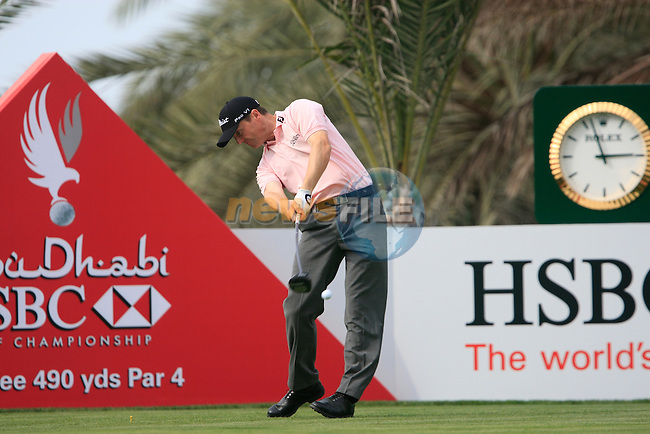 Michael Hoey tees off on the 14th tee during Thusday Day 1 of the Abu Dhabi HSBC Golf Championship, 20th January 2011..(Picture Eoin Clarke/www.golffile.ie)