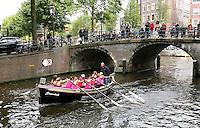 Nederland  Amsterdam  2016 . Jaarlijkse Grachtenrace door Amsterdam. Wedstrijd met sloepen.  Foto Berlinda van Dam / Hollandse Hooogte.