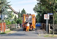 Reportage Journal - Unterwegs mit den Männern von der Abfallentsorgung - im Bild: Müllabholung in einer Eigenheimsiedlung in Engelsdorf . Foto: Norman Rembarz..