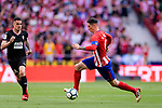 Fernando Torres of Atletico de Madrid (R) runs with the ball during the La Liga match between Atletico Madrid and Eibar at Wanda Metropolitano Stadium on May 20, 2018 in Madrid, Spain. Photo by Diego Souto / Power Sport Images