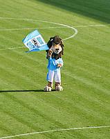 Loewen Maskottchen Sechzger (TSV 1860 Muenchen) <br /> TSV 1860 MUENCHEN - SpVgg BAYREUTH 3-0<br /> Football Regionalliga Sued Gruenwalder stadium Muenchen31.10.2017, 19. match day,  2017/2018, <br />  *** Local Caption *** © pixathlon<br /> Contact: +49-40-22 63 02 60 , info@pixathlon.de