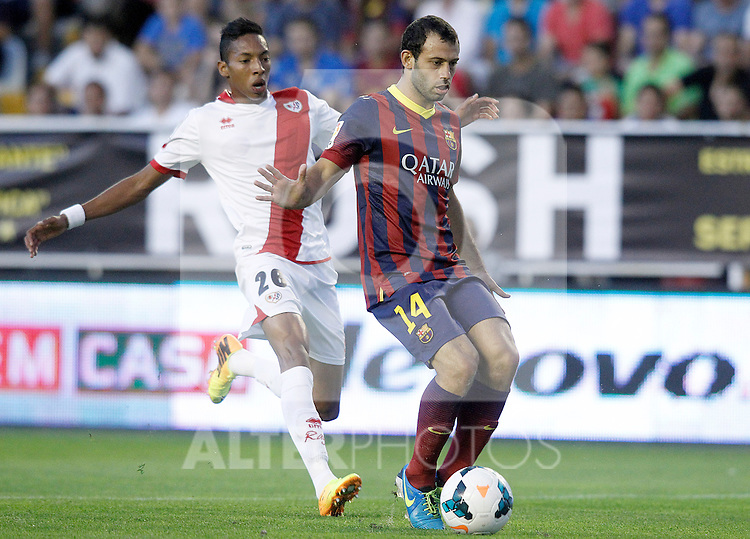 Rayo Vallecano's Johan Andres Mojica (l) and FC Barcelona's Javier Mascherano during La Liga match.September 21,2013. (ALTERPHOTOS/Acero)