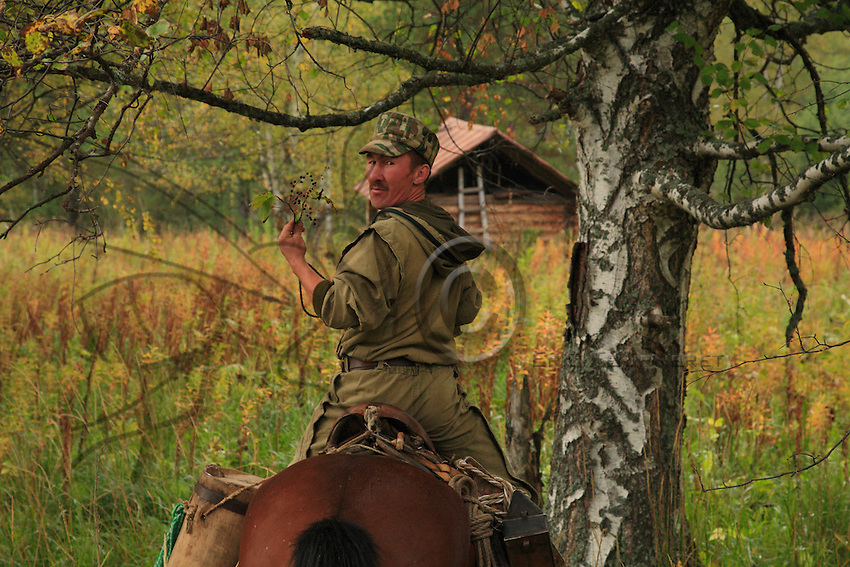 Sabit Galin, on horseback, eating wild berries. The knowledge of nature allows the rural Bashkirs to live in quasi-autarky.
