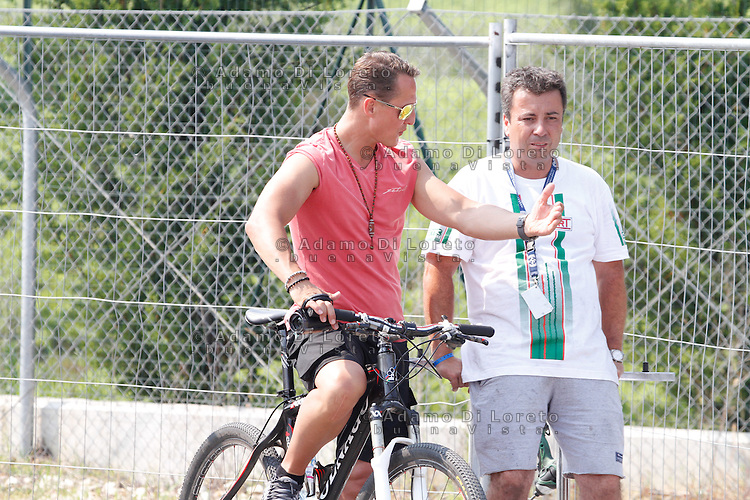 Ortona (CH) 21/07/2013: L'ex pilota e campione di Formula 1 Michael Schumacher presente nei box di Kart del campionato europeo Cik-Fia in cui corre suo figlio Mick Schumacher. Foto Adamo Di Loreto/buenaVista*photo Michael Schumacher  during the European Cik-Fia with your's son July 21, 2013. Photo: Adamo Di Loreto/buenaVista*photo