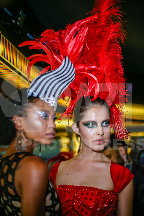 SANTOS, SP, 07.02.2018 - FASHION-CRUISE - Modelo durante desfile da grife Walerio Araujo do Fashion Cruise nesta terça-feira, 07.(Foto: Vanessa Carvalho/Brazil Photo Press/Folhapress)