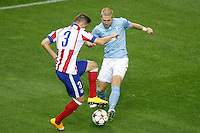 Atletico de Madrid´s Siqueira (L) and Malmo´s Tinneholm during Champions League soccer match between Atletico de Madrid and Malmo at Vicente Calderon stadium in Madrid, Spain. October 22, 2014. (ALTERPHOTOS/Victor Blanco)