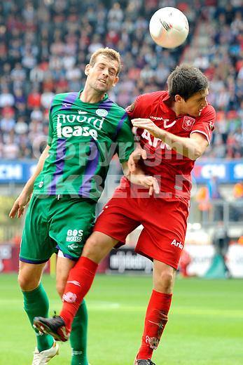 voetbal fc twente - fc groningen eredivisie seizoen 2010-2011 03-10-2010  niucky kuiper met nicklas pedersen