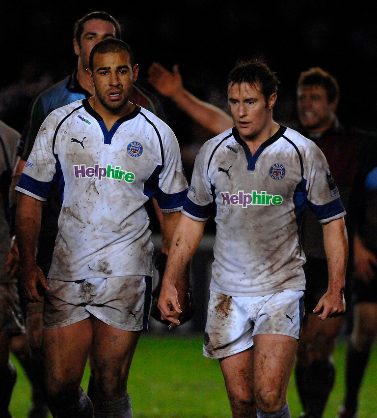 Photo: Richard Lane..NEC Harlequins v Bath Rugby. Guinness Premiership. 06/01/2007. .Bath's Chev Walker (lt) and Nick Walshe leave the field.