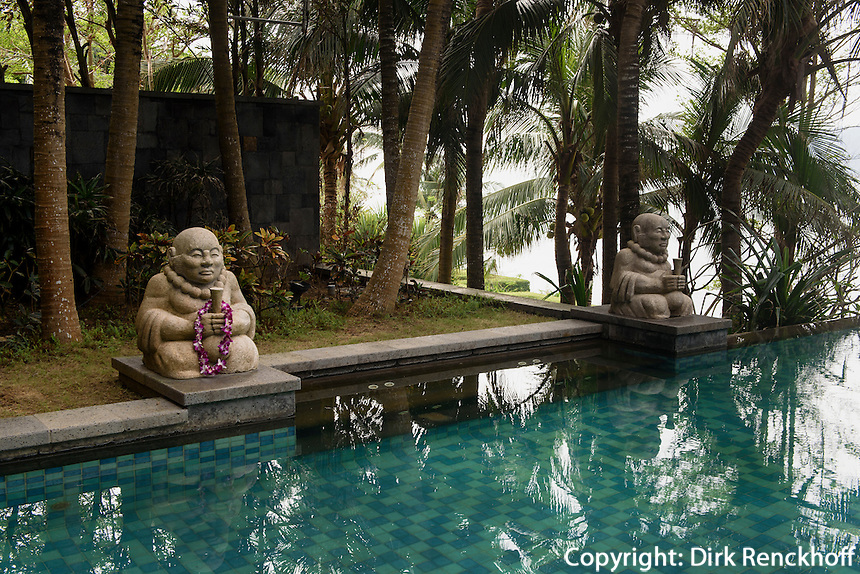Pool des Mandarin Oriental Hotel in Sanyaauf der Insel Hainan, China<br /> pool of Mandarin Oriental Hotel in Sanya, Hainan island, China
