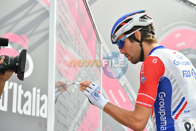 Thibaut Pinot (FRA) Groupama-FDJ at sign on before the start of Stage 20 of the 2018 Giro d'Italia, running 214km from Susa to Cervinia is the final mountain stage, with the last three climbs of Giro 101 deciding the GC of the Corsa Rosa, Italy. 26th May 2018.<br /> Picture: LaPresse/Massimo Paolone | Cyclefile<br /> <br /> <br /> All photos usage must carry mandatory copyright credit (© Cyclefile | LaPresse/Massimo Paolone)