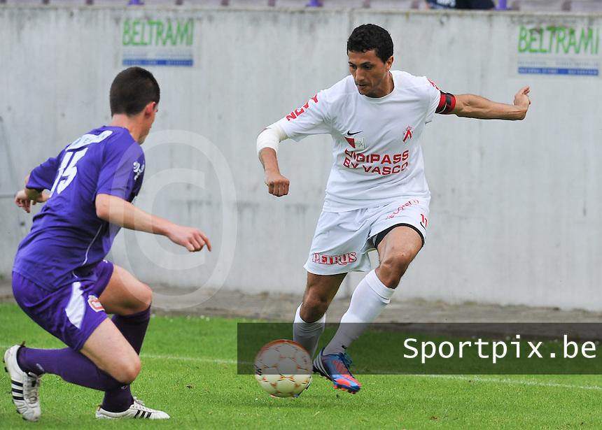 KV Kortrijk : Mustapha Oussalah aan de bal.foto VDB / BART VANDENBROUCKE