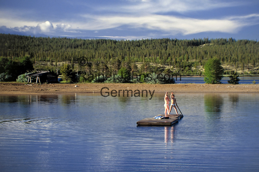 Sweden, Province Dalarna, Saerna: two Swedish boys rafting   Schweden, Provinz Dalarna, Saerna: zwei schwedische Jungen auf einem Floss