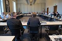 4. Sitzung des 2. Untersuchungsausschusses <br /> der 18. Wahlperiode des Berliner Abgeordnetenhaus - &quot;BER II&quot; - am Freitag den 12. Oktober 2018.<br /> Der Ausschuss soll die Ursachen, Konsequenzen und Verantwortung fuer die Kosten- und Terminueberschreitungen des im Bau befindlichen Flughafens &quot;Berlin Brandenburg Willy Brandt&quot; aufklaeren.<br /> Als oeffentlicher Tagesordnungspunkt war die Beweiserhebung durch Vernehmung des Zeugen  BER-Chef Prof. Dr.-Ing. Engelbert Luetke Daldrup (rechts im Bild) vorgesehen.<br /> 12.10.2018, Berlin<br /> Copyright: Christian-Ditsch.de<br /> [Inhaltsveraendernde Manipulation des Fotos nur nach ausdruecklicher Genehmigung des Fotografen. Vereinbarungen ueber Abtretung von Persoenlichkeitsrechten/Model Release der abgebildeten Person/Personen liegen nicht vor. NO MODEL RELEASE! Nur fuer Redaktionelle Zwecke. Don't publish without copyright Christian-Ditsch.de, Veroeffentlichung nur mit Fotografennennung, sowie gegen Honorar, MwSt. und Beleg. Konto: I N G - D i B a, IBAN DE58500105175400192269, BIC INGDDEFFXXX, Kontakt: post@christian-ditsch.de<br /> Bei der Bearbeitung der Dateiinformationen darf die Urheberkennzeichnung in den EXIF- und  IPTC-Daten nicht entfernt werden, diese sind in digitalen Medien nach &sect;95c UrhG rechtlich geschuetzt. Der Urhebervermerk wird gemaess &sect;13 UrhG verlangt.]