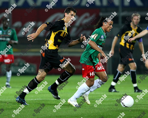 2008-09-20 / Voetbal / Lierse SK - KV Oostende / 2008-09-20 / Voetbal / Lierse SK - KV Oostende / Stefan Nikolic (L, Lierse) zit Rudison Ferreira op de hielen..Foto: Maarten Straetemans (SMB)