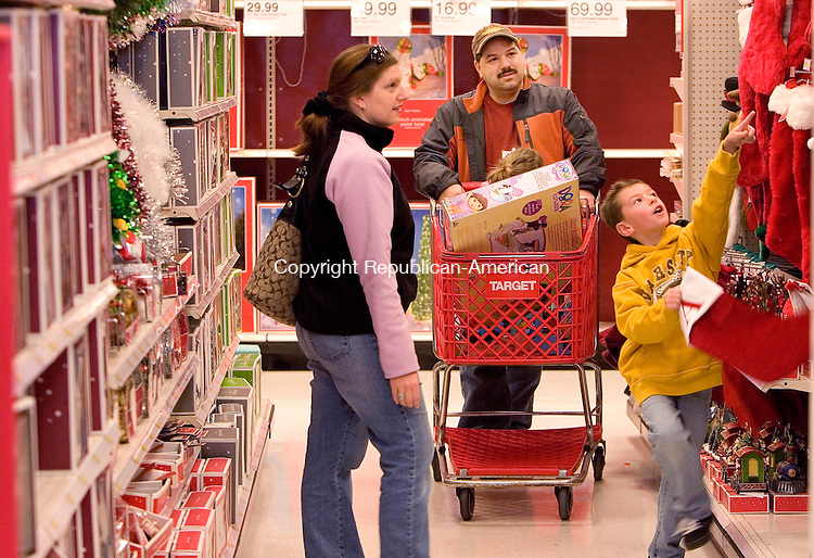 WATERBURY, CT 28 November 2008-112808SV03--Ann Marie and Leo Brites shop for Christmas stockings with their children Alex, 7, and Alana, 2, at Target in Waterbury Friday.<br /> Steven Valenti Republican-American