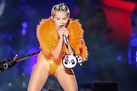 SAO PAULO, SP, 26.09.2014 - SHOW MILEY CYRUS - A cantora norte-americana Miley Cyrus durante apresentação na Arena Anhembi na regiao norte de Sao Paulo na noite desta sexta-feira, 26. (Foto: Vanessa Carvalho / Brazil Photo Press).