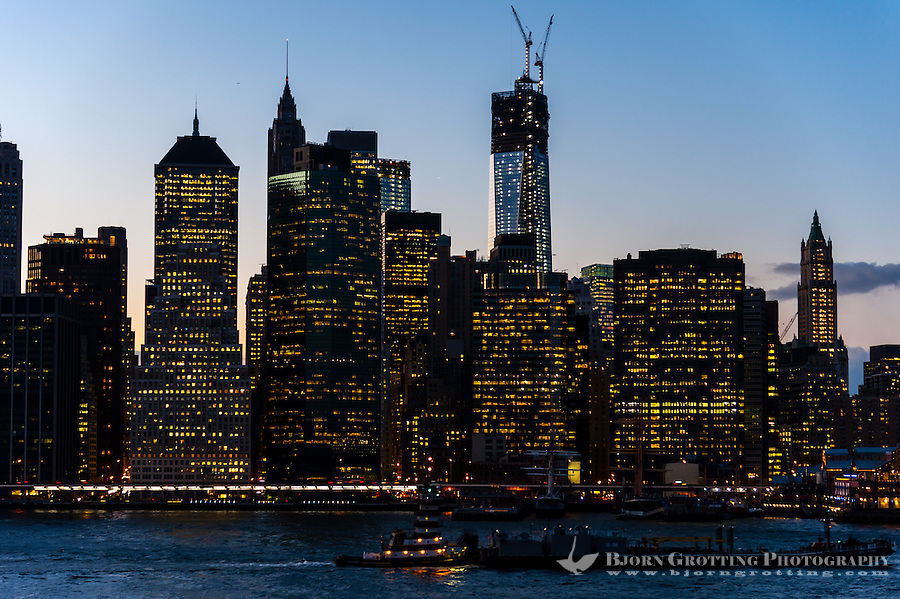 US, New York City. Lower Manhattan skyline from Brooklyn Heights Promenade.