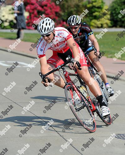 2011-04-30 / Wielrennen / seizoen 2011 / Elite zc. / DE FEYTER Tom..Foto: Mpics