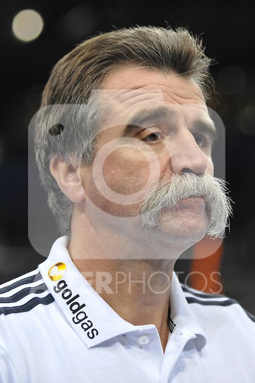 03.01.11, O2 World, Hamburg, GER, HB,  Deutschland vs Schweden,  im Bild Trainer Heiner Brand (Deutschland) .Foto © nph/ Witke