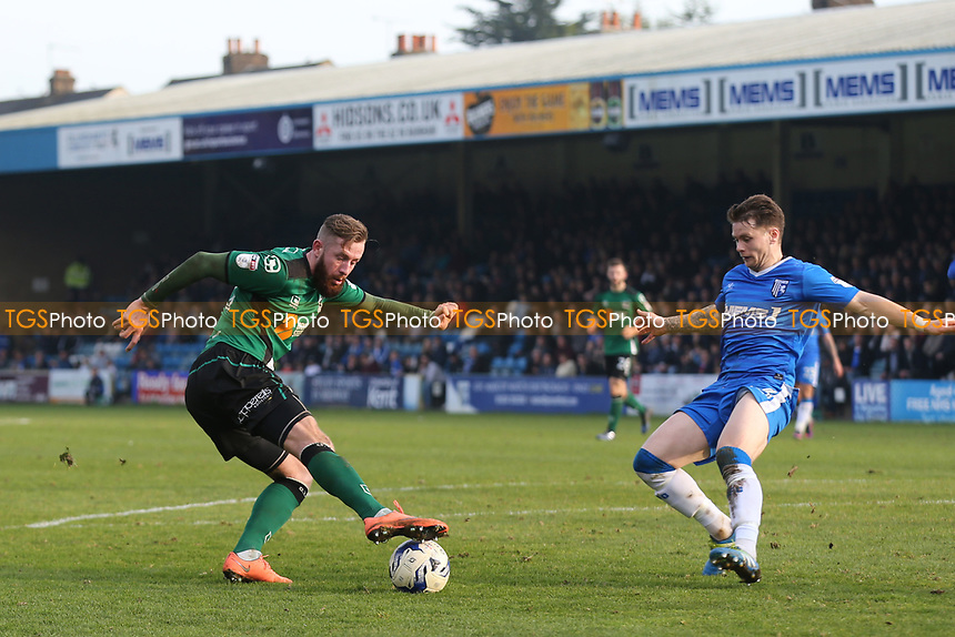Kevin Van Veen of Scunthorpe United shows some trickery as Gillingham's Mark Byrne looks on during Gillingham vs Scunthorpe United, Sky Bet EFL League 1 Football at the MEMS Priestfield Stadium on 11th March 2017