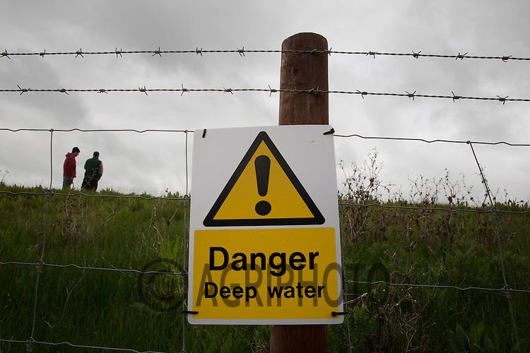 Danger Deep Water Sign on a farm irrigation reservoir <br /> Picture Tim Scrivener 07850 303986<br /> tim@agriphoto.com<br /> ?.covering agriculture in the UK?.