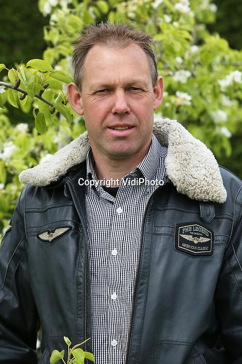 Foto: VidiPhoto<br /> <br /> DREUMEL - Portret van fruitteler Marc Andre de la Porte uit Dreumel.