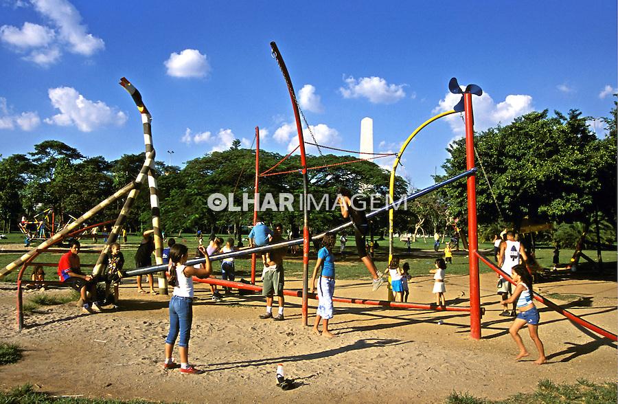 Área de recreação no Parque do Ibirapuera. São Paulo. 2002. Foto de Juca Martins.