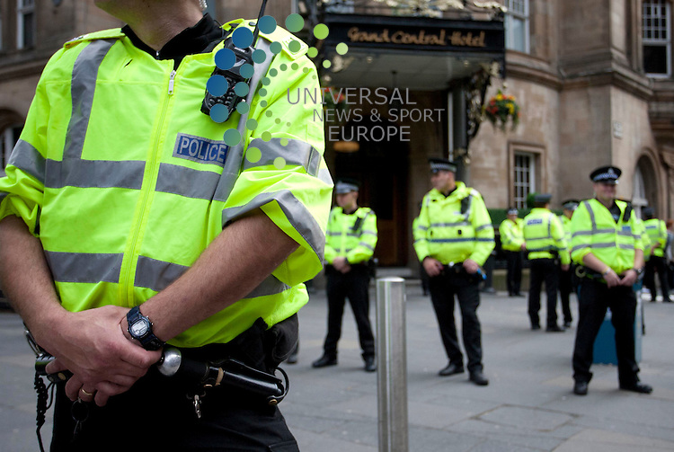 David Cameron meets with fellow Conservative party members in Glasgow today. Pictured: Police stand outside the Grand Central hotel. 31st July 2012. Picture: Jonathan Faulds / Universal News And Sport (Europe)