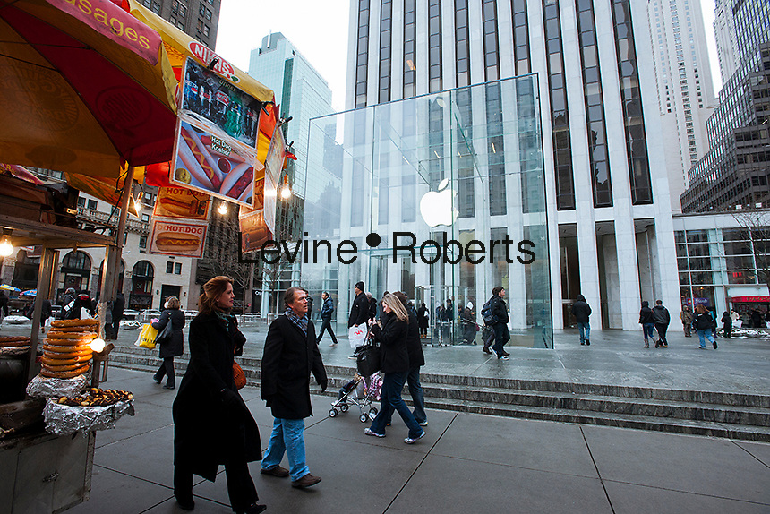 The Apple store on Fifth Avenue in New York is seen on Sunday, January 22, 2012. The store entrance recently received a facelift with anew shiny cube using less panes of glass. (© Richard B. Levine)