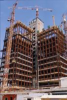 Vers 1970, Issy Les Moulineaux;  Val de Seine; Construction de la Tour EDF